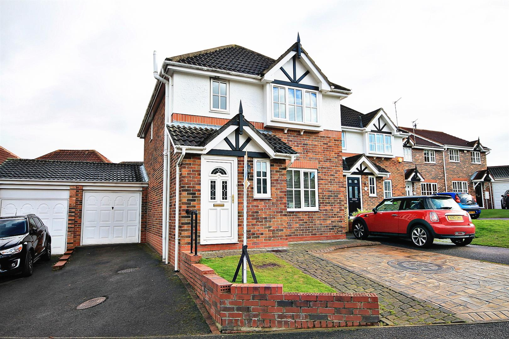 3 Bedrooms Detached House for sale in Priestburn Close, Esh Winning, Durham
